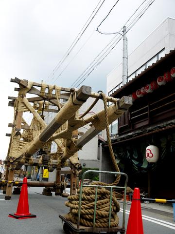 祇園祭の鉾建て