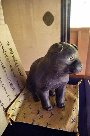 木彫りの犬 高山寺